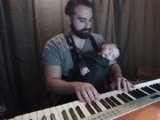 Çocuğunu böyle uyuttu