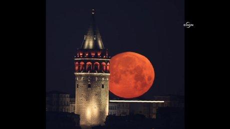 Ay ve Galata'nın buluşması