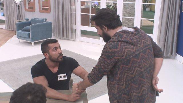 Erkekler evinde Erkan ile Fevki arasında 'tesbih' tartışması