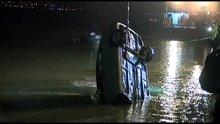 Tuzla'da otomobil denize uçtu bir kişi hayatını kaybetti