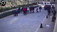 Liselilerin döner bıçaklı kavgası güvenlik kamerasında