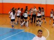 Bayan Voleybol final maçında kızların kavgası