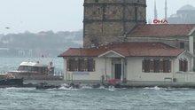 İstanbul'da yağmur ve rüzgar zor anlar yaşattı