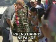 Prens Harry Nepal turunda