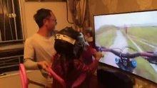Kızına oyun simulasyonu yaşatan süper baba