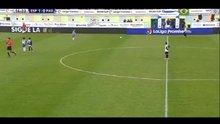 10 yaşındaki kaleci orta sahadan gol attı