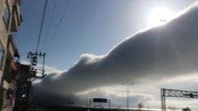 Gökyüzünde oluşan sis bulutu görenleri şaşırttı