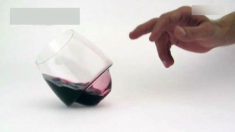 İçecekleri dökmeyen bardak