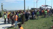 TEM bağlantı yolu işçiler tarafından trafiğe kapatıldı