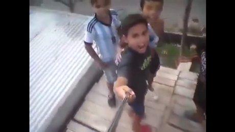 Tek istedikleri çatıda selfie çekmekti ama!