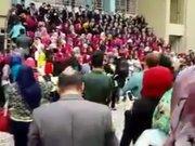 Mezuniyet töreninde platform çöktü