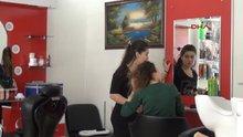 Adana Saç boyasını beğenmeyen kadın, kuaförün camını kırdı