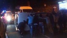 Takla atan otomobile metrobüs yolcuları müdahale etti
