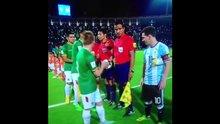 Messi elini uzatmadı