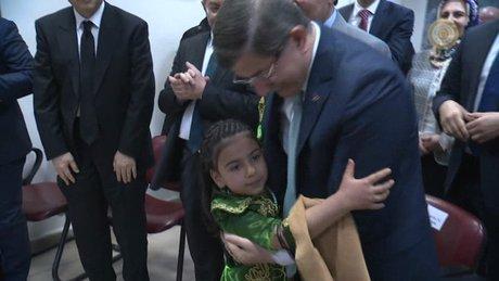 İstiklal Marşı okuyan kız Başbakanın ilgi odağı oldu