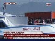 Pakistanlı 131 göçmen iki tekneyle Türkiye'ye gönderildi