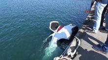 El freni çekilmeyen otomobil denize düştü