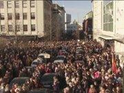İzlanda'da binlerce kişi sokaklarda