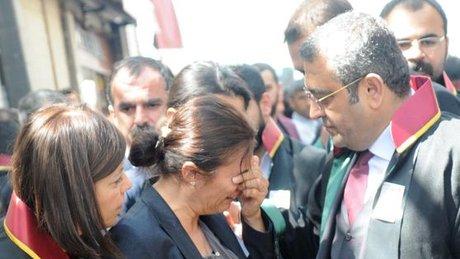 Türkan Elçi, ilk kez gittiği eşinin vurulduğu sokakta gözyaşı döktü