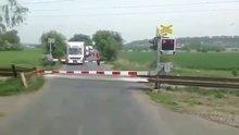En tehlikesiz tren geçişi