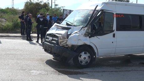 Çevik kuvvet minübüsü kaza yaptı: 7 polis yaralı