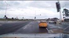 'Hayalet araba' kamyona böyle çarptı