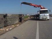 Yolcu otobüsü şarampole devrildi: 3 ölü, 40 yaralı