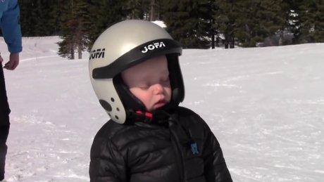 Snowboard üzerinde uyuya kaldı