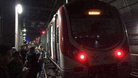 Marmaray'da arıza! Vagon raydan çıktı, seferler aksadı