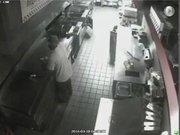 Kendisine hamburger yapan hırsız