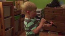 Flüt sesini ilk kez duyan işitme engelli çocuk