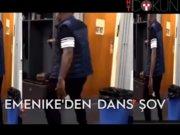 Emenike'den dans şov