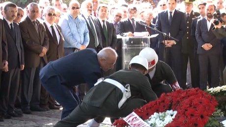 8. Cumhurbaşkanı Özal, mezarı başında anıldı
