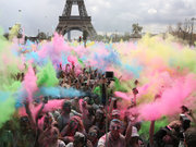 Paris'te renkli koşu etkinliği