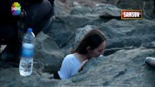 Selfie çekerken kayalara sıkıştı!