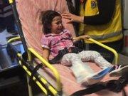 Küçük kızın ayağı asansöre sıkıştı