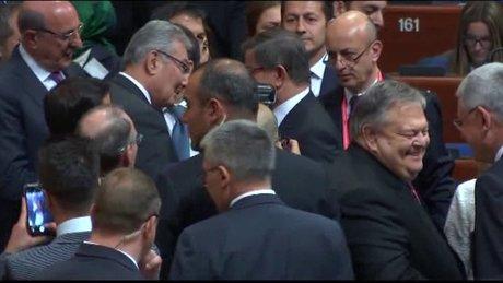 Başbakan Davutoğlu Deniz Baykal ile görüştü