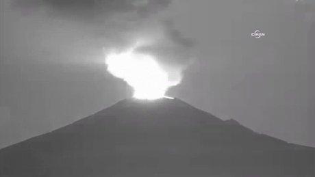 Meksika'daki yanardağ böyle faaliyete geçti