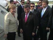 Başbakan Davutoğlu Angela Merkel'i  karşıladı