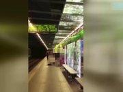Metroda cinsel ilişkiye girdiler! (+18)