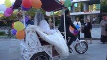 Gelin bisikleti ile düğüne gitti