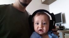 Hayatnda ilk kez rock müzik dinleyen bebek