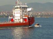 Teknenin gemiye çarpma anı kamerada