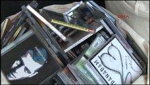 Kadıköy'de korsan cd ve kitap operasyonu