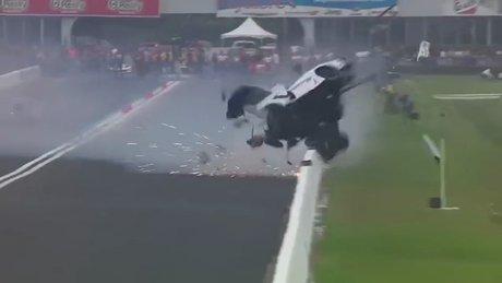 350 km hızla iderken kaza yaptı!