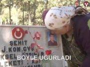 Oğlunun mezar taşındaki fotoğrafını öpüp sevdi