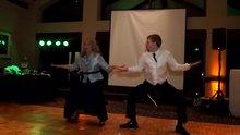 Anne ve oğlundan harika dans
