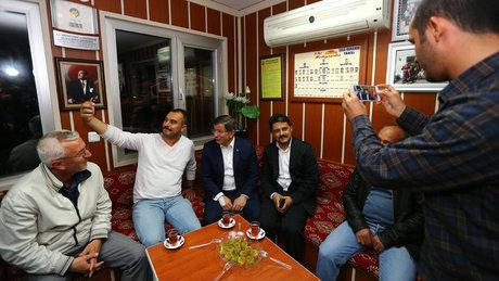 Başbakan Davutoğlu'ndan taksi durağı ziyareti