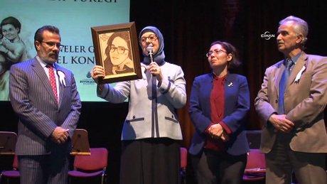 Özgecan Aslan 'Anneler Günü' özel konserinde de ağlattı