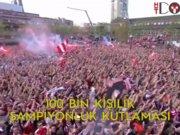 PSV şampiyonluğu 100 bin kişiyle kutladı